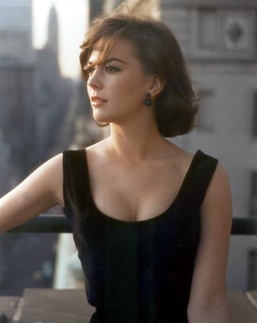 Ở tuổi 25, bà trở thành nữ diễn viên trẻ tuổi nhất trong lịch sử được đề cử Oscar 3 lần.