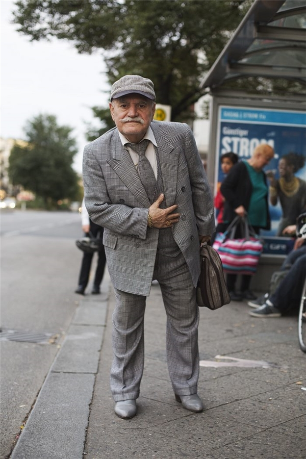 Đây chính là cụ ông 86 tuổi có phong cách xì tin nhất hệ mặt trời