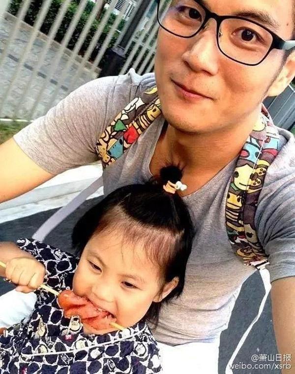 Con gái anh giờ đã không còn sợ bố. Thậm chí, cô bé rất thích được bố đón đưa tới trường.