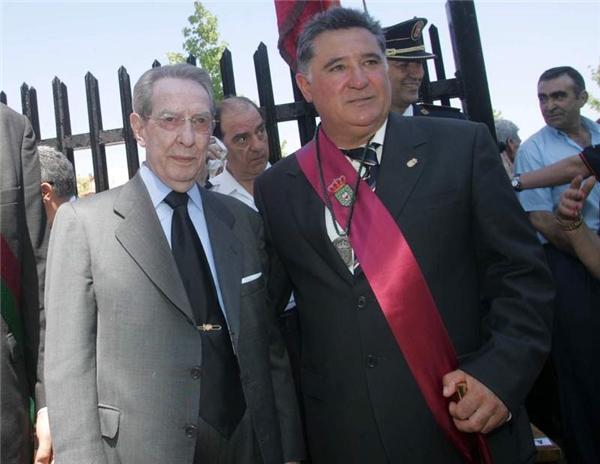 Ông cũng đã được Vua Tây Ban Nha phong tước.