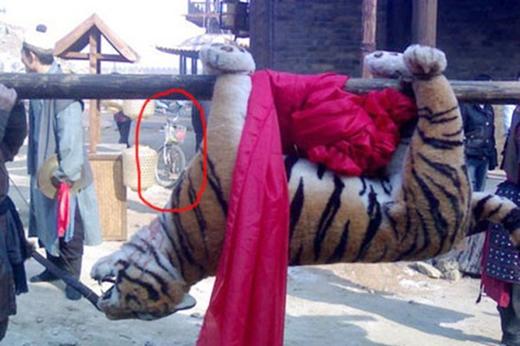 TrongTân thủy hử truyện2011, thờiNhân Tông thời Bắc Tốngngười Trung Quốc thường di chuyển bằngxe đạp? Mà nghe đồn con hổ ấy... còn là hàng nhồi bông cao cấp nữa.