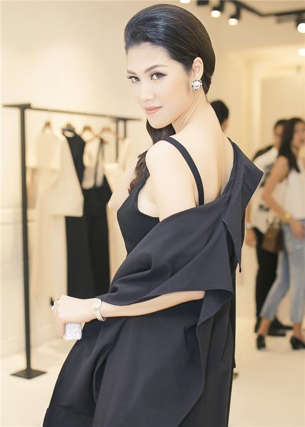 """Là một """"doanh nhân thời trang"""", Thu Hằng luôn chứng tỏ đẳng cấp lựa và phối đồ của mình với phong cách sang trọng và đầy thời thượng."""