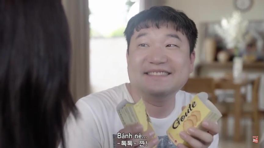 Deok Woo nhanh chóng chuộc lỗi bằng cách mời cô nàng ăn bánh Goute'.