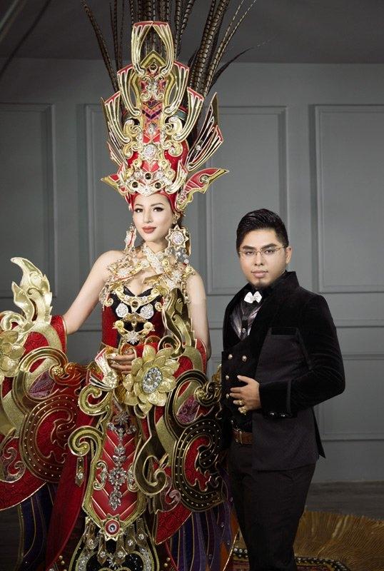 Khả Trang và nhà thiết kế Lê Long Dũng