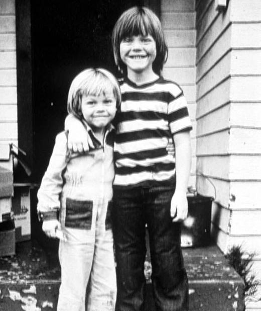 Tuy không cùng chung huyết thốngnhưng mối quan hệ anh em của Leo và Adam đã rất thân thiết từ khi còn nhỏ...