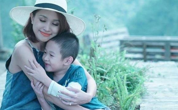 Vì cô còn có một chàng trai cần được mẹ che chở và chăm sóc. (Ảnh: Internet)