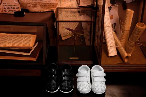Họa tiết đính hoa nổi bật là điểm thu hút của đôi giày sneaker nhí.