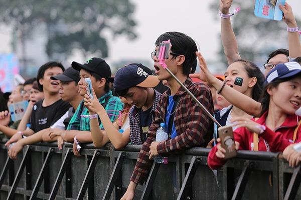 Hàng ngàn bạn trẻ đã có mặt từ rất sớm để chào đón sự trở lại của YAN Beatfest mùa thứ ba. - Tin sao Viet - Tin tuc sao Viet - Scandal sao Viet - Tin tuc cua Sao - Tin cua Sao