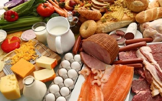 Bạn cần bổ sung những nhóm thực phẩm giàu protein, kẽm,… (Ảnh: Internet)