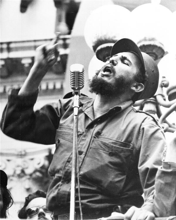 Fidel trong một buổi phát biểu với công chúng vào năm 1959 sau khi lật đổ chính quyền độc tài của Batista