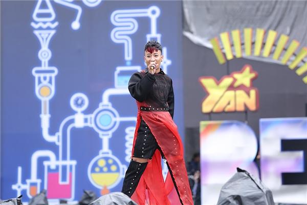 Nối tiếp phần trình diễn của nữ ca sĩ Miu Lê trước đó, top 5 The X-Factor 2016 Tô Lâm mang đến YAN Beatfest 2016 tiết mục vô cùng thú vị. - Tin sao Viet - Tin tuc sao Viet - Scandal sao Viet - Tin tuc cua Sao - Tin cua Sao
