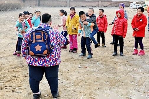 """Cậu bé Li Hang to """"quá khổ"""" so với những bạn cùng trang lứa."""
