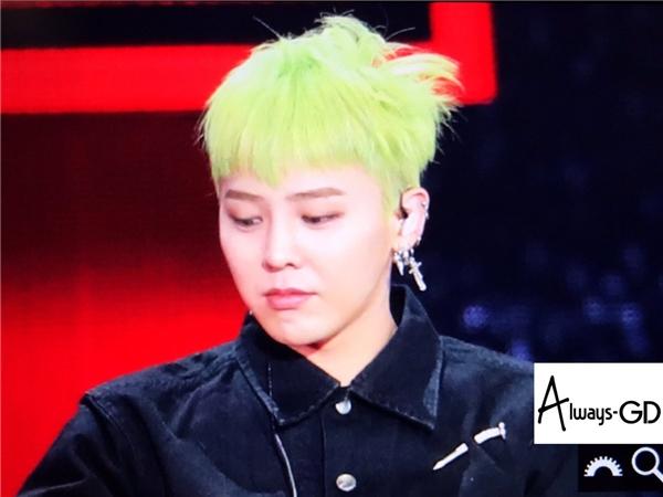Phát sốt với quả đầu cực chất cùng biểu cảm đáng yêu của G-Dragon