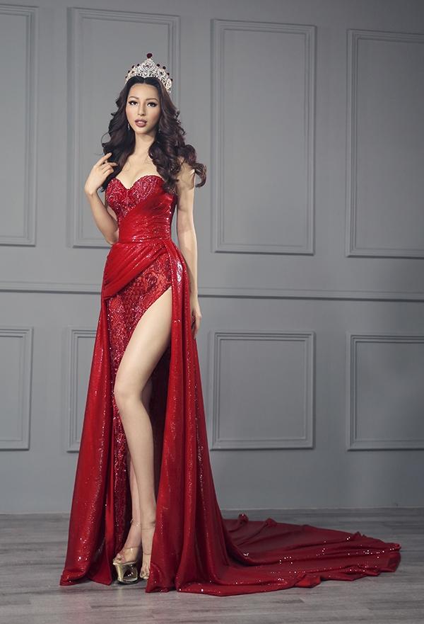 Mê đắm váy dát vàng của Khả Trang tại Hoa hậu Siêu quốc gia 2016