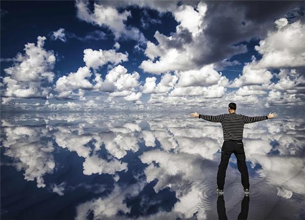 Ai bảo con người không thể tựđi xuyên qua những đám mây.