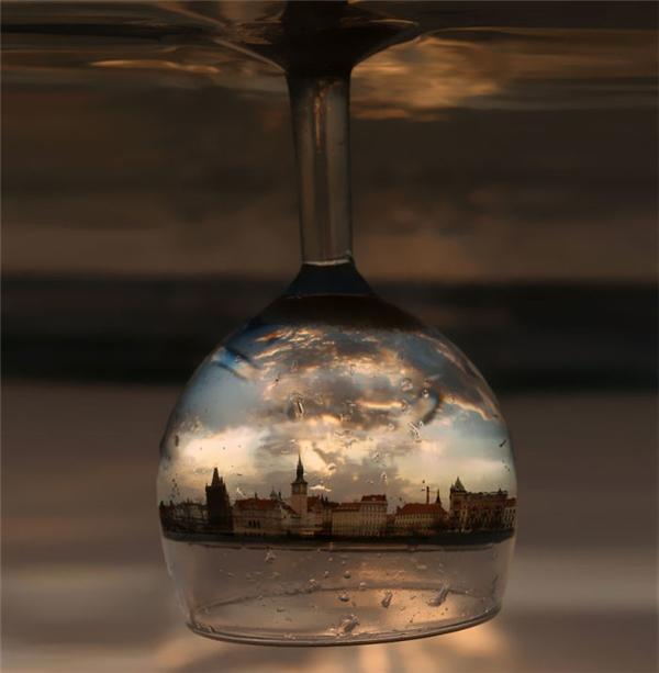Khi cả thành phố thu gọn lại trong một chiếc ly thủy tinh.