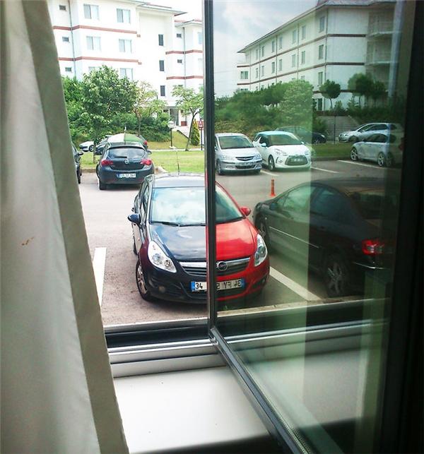 Xe của ai mà có 2 màuđộc đáothế này.