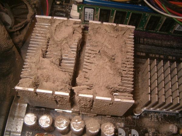 Chắc phải kiếm cái xẻng để xúc mớ bụi đất này ra khỏi máy mất thôi.