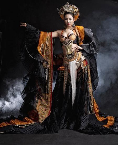 Trước Khả Trang, nhiều bộ quốc phục cũng bị chê không thương tiếc