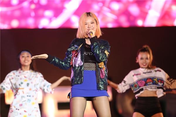 Vẻ ngoài xinh xắn, vũ đạo dễ thương là điểm cộng của Suni Hạ Linh với khán giả YAN Beatfest 2016.  - Tin sao Viet - Tin tuc sao Viet - Scandal sao Viet - Tin tuc cua Sao - Tin cua Sao