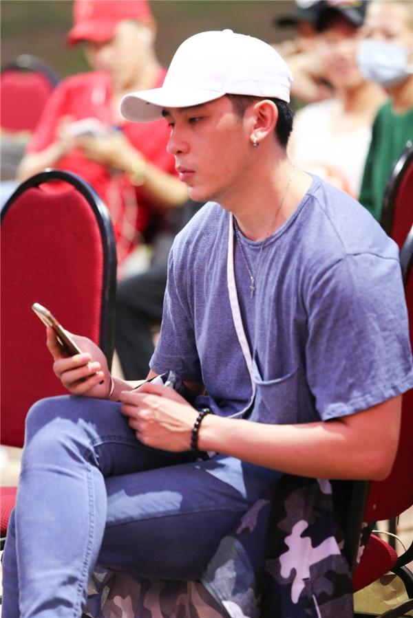 Lần đầu hát trên sân khấu YAN Beatfest 2016, siêu mẫu Minh Trung không giấu được sự lo lắng. - Tin sao Viet - Tin tuc sao Viet - Scandal sao Viet - Tin tuc cua Sao - Tin cua Sao