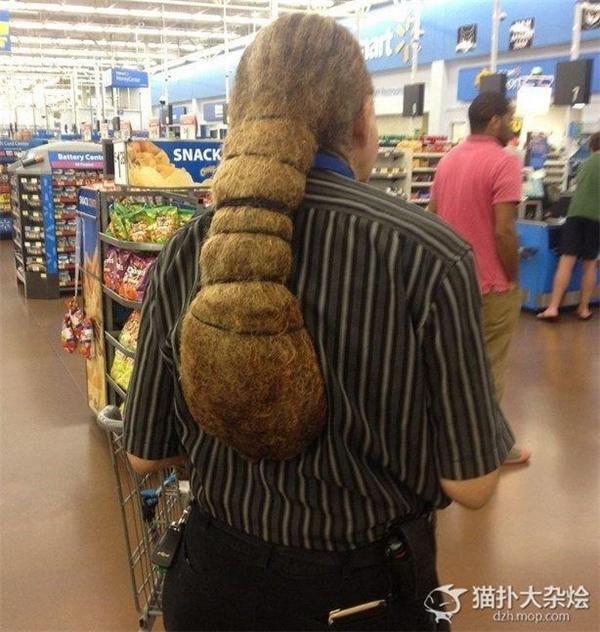 Là bó rơm khô hay là tóc?