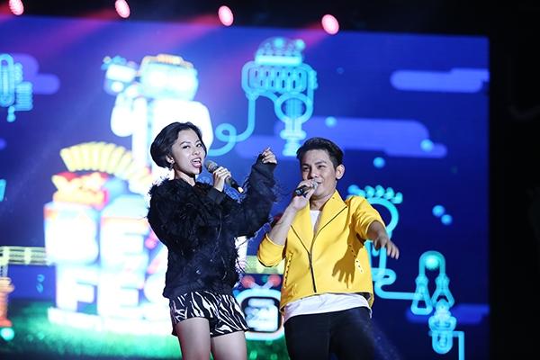VJ Tuyền Tăng và ca sĩ Sơn Ngọc Minh đảm nhận vai trò dẫn dắt chương trình. - Tin sao Viet - Tin tuc sao Viet - Scandal sao Viet - Tin tuc cua Sao - Tin cua Sao