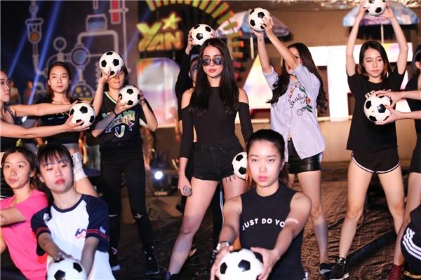 Diệp Lâm Anh sẽ thể hiện ca khúc vừa mới phát hànhmang tên Shake It - Tin sao Viet - Tin tuc sao Viet - Scandal sao Viet - Tin tuc cua Sao - Tin cua Sao