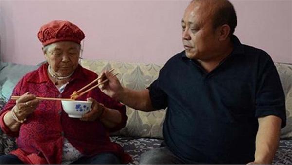 Ông Liu là một người con hiếu thảo.