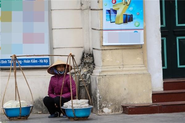 Áo phao cũng là một trong những trang phục giữ nhiệt phổ biến trên phố phường Hà Nội.