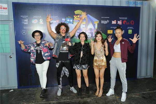 Trước giờ G lên sân khấu, Refoo đã có buổi gặp mặt và giao lưu với những nghệ sĩ trẻ của Vbiz như: Vicky Nhung, Mai Ngô, Trang Pháp.