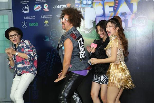 """Redfoo cực """"nhắng nhít"""" trong hậu trường YAN Beatfest 2016"""