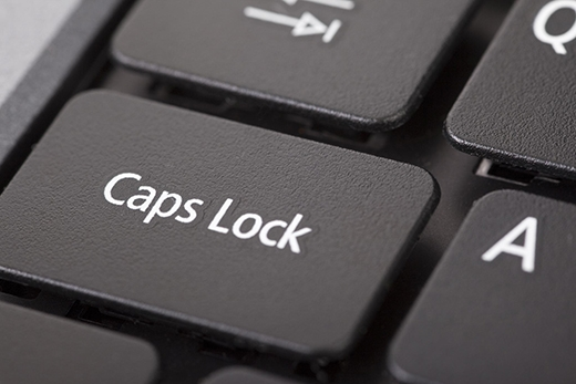 """Đừng lo, nếu bạn sử dụng các sản phẩm laptop của hãng Apple thì chuyện này chỉ là… chuyện nhỏ khi các kỹ sư công nghệ nhà Táo đã tạo nên nút """"Caps lock"""" thông minh. Khi nào bạn cần đến """"Caps lock"""" thì chỉ cần… nhấn lâu hơn một chút để kích hoạt là được."""