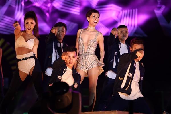 Trở lại showbiz Việt sau thời gian sinh con, Trà My Idol khiến người hâm mộ bất ngờ trước vóc dáng thon gọn của cô. - Tin sao Viet - Tin tuc sao Viet - Scandal sao Viet - Tin tuc cua Sao - Tin cua Sao