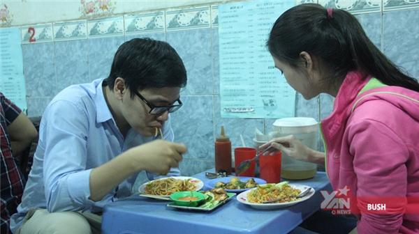 Gặp cô chủ quán duy nhất ở Sài Gòn tính tiền bằng màn đọc rap vui tai