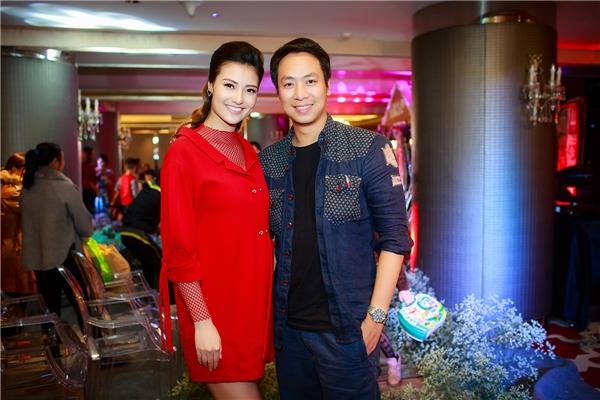 Cũng trong event, Hồng Quế gặp lại cựu người mẫu Quang Tú. Anh từng hỗ trợ cô trong những năm cô bắt đầu đi làm mẫu.
