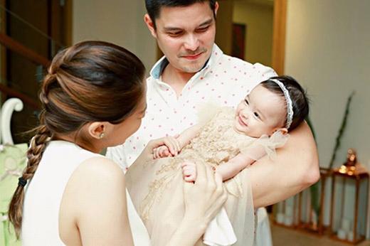 Cô con gái nhỏ đem đến hạnh phúc cho cả gia đình.
