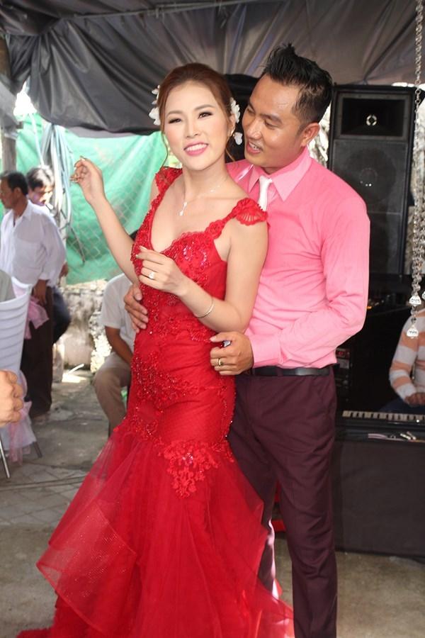 Cô dâu chú rể cũng hào hứng lên nhảy phụ họa cho Hoàng Mập. - Tin sao Viet - Tin tuc sao Viet - Scandal sao Viet - Tin tuc cua Sao - Tin cua Sao