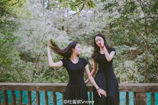 Không chỉ sở hữu vẻ ngoài xinh đẹp cùng năng khiếu thể dục, cặp song sinh người Trung Quốc còn khiến cộng đồng mạng nể phục bởi thành tích học tập xuất sắc.
