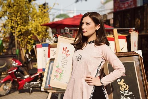 Emmy là một mỹ nhân đa tài. Cô tốt nghiệp chuyên ngànhFashion & Textile Merchandising tại Úc và còncó niềm đam mê bất tận với công nghệ IT. Hiện nay Emmy xuất hiện nhiều trong những bộ hình quảng cáo, show truyền hình.