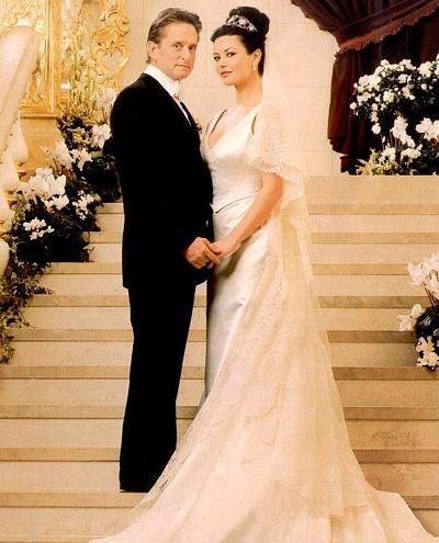 Cận cảnh 10 chiếc váy cưới nghe là choáng vì đáng cả gia tài