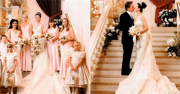 Năm 2000, cặp đôi Catherine và Michael gây choáng khi chi ra hàng chục tỷ đồng cho ngày trọng đại của mình. Chiếc váy cô dâu mặc trong hôn lễ của Christian Lacroix đính hạt cườm với tà váy xếp li trị giá gần 3,2 tỷ.