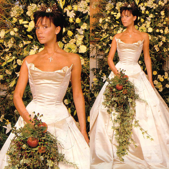 Cô dâu của cựu danh thủ David Beckham trong ngày thành hôn trông vô cùng lộng lẫy khi diện bộ váy Vera Wang có giá 2,3 tỷ.