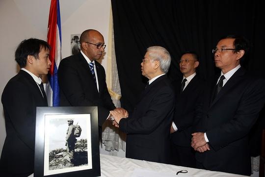 Tổng Bí thư Nguyễn Phú Trọng chia buồn với các nhân viên Đại sứ quán Cuba tại Việt Nam sáng nay.