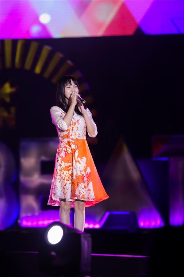 Không giống nhiều người đẹp khác, Jang Mi lựa chọn trang phục đơn giản, chiếm rất nhiều cảm tình của người hâm mộ bởi vẻ dịu dàng.