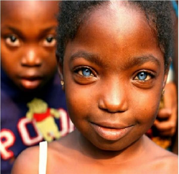 """Màu mắt này chắc chắn sẽ khiến các chàng trai trong làng """"đau tim"""" mất thôi."""