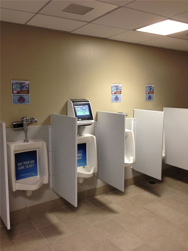 Nhà vệ sinh tại công viên giải trí ở Allentown, Pennsylvania có cả một hệ thống màn hình dùng để chơi game không cần dùng tay, điều khiển bằng chuyển động của nước tiểu.
