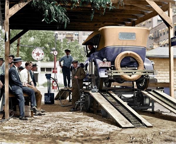 Một trạm xăng ở Thủ đô Washington, 1924.