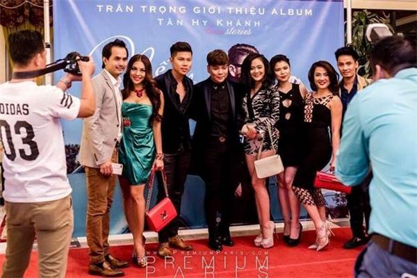 Ca sĩ Tân Hy Khánh lái siêu xe Ferrari đi họp báo ra mắt album - Tin sao Viet - Tin tuc sao Viet - Scandal sao Viet - Tin tuc cua Sao - Tin cua Sao