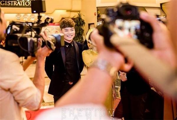Đồng nghiệp và truyền thông tại hải ngoại đã đến tham dự đưa tin và chúc mừng ca sĩ Tân Hy Khánh. - Tin sao Viet - Tin tuc sao Viet - Scandal sao Viet - Tin tuc cua Sao - Tin cua Sao